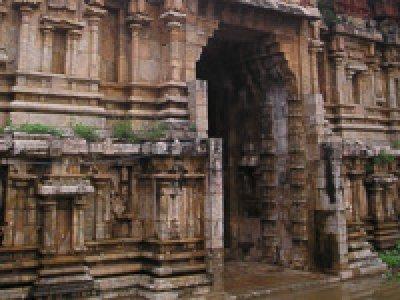 Pazhayarai_Someswarar_temple_Vadathali