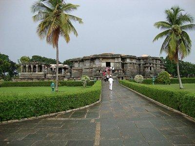 Hoysaleshwara_temple_in_Halebeedu